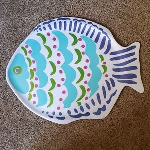 Plastic fish serving tray